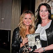NLD/Amsterdam/20110201 - Presentatie van licht erotisch magazine Le Duc, Fatima Moreira de Melo neemt eeste nummer in ontvangst