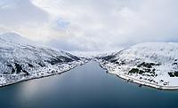 Luftfoto av Sørfjorden, en fjord på nordvestsida av Kvaløya i Tromsø kommune i Troms. Kattfjorden til høyre, Nordfjorden til venstre.