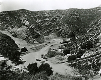 1923 Construction of Hollywoodland's sales office and village