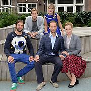 Perspresentatie  Kinderen voor Kinderen familiemusical 'Waanzinnig Gedroomd' op de Nicolaas Maesschool in Amsterdam.<br /> <br /> Op de foto:  De cast met (achter) Niels Gooijer en Lotte Noordanus en (voor) Steyn de Leeuwe, Ian Bok en Michelle Courtens