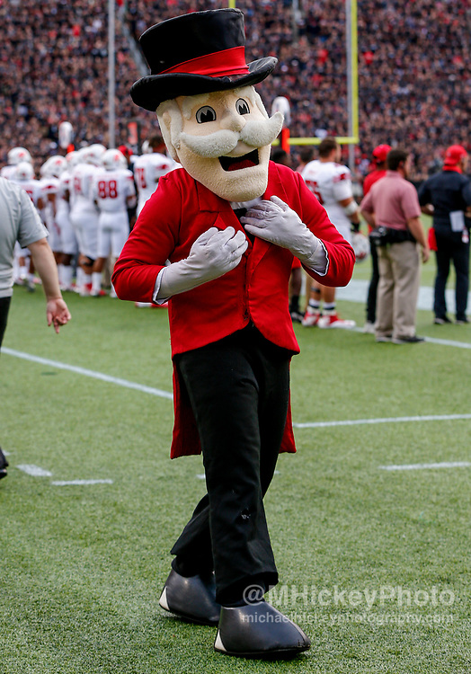 CINCINNATI, OH - AUGUST 31: The Austin Peay Governors mascot is seen during the game against the Cincinnati Bearcats at Nippert Stadium on August 31, 2017 in Cincinnati, Ohio. (Photo by Michael Hickey/Getty Images)