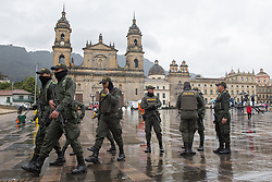 Kolumbien - Friedensvertrag mit der Farc scheitert im Referendum / 021016<br /> <br /> *** High security precautions near the polling station at the Plaza de Bolivar in Bogota. Peace contract referendum in Colombia. The Colombian citizens voting if the peace treaty negotiated between the government and the left FARC guerrilla becomes valid. The FARC has been in war with the Colombian government for 52 years<br /> ***