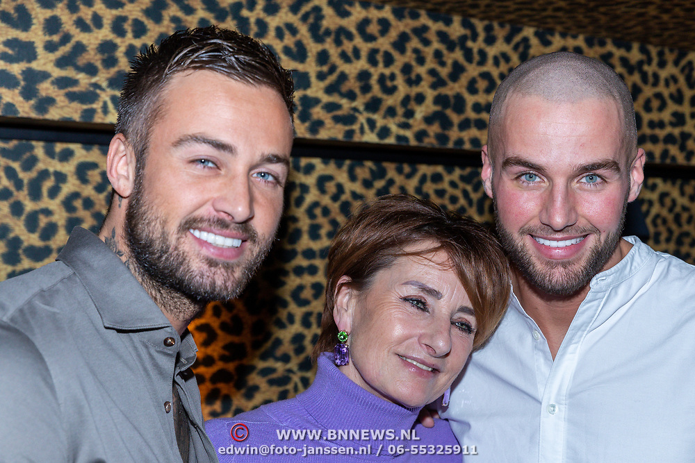 NLD/Amsterdam/20200210 -  Boekpresentatie Donny Roelvink, Dave, moeder Lucienne Kenter, Donny