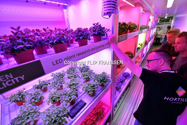 Nederland, Amsterdam, 13-6-2019In de RAI vond een beurs plaats voorde glastuinbouw en bloementeelt . Nadruk lag op de verticale teelt van gewassen met behulp van ledverlichting. Veel bedrijven maar vooral bezoiekers komen uit het buitenland. Met name uit Azie, china .Foto: Flip Franssen