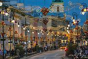 Ulica Nowy Świat w okresie świątecznym, Warszawa, Polska<br /> Nowy Świat Street in the Christmas season, Warsaw, Poland