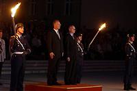 29 JUL 2002, BERLIN/GERMANY:<br /> Rudolf Scharping (L), SPD, bundesverteidigungsminister a.D., und Peter Struck (R), SPD, Bundesverteidigungsminister, waehrend dem Grossen Zapfenstreich anlaesslich der Verabschiedung von Scharping, mit dem Wachbatallion beim BMVg, Paradeplatz, Bundesministerium der Vereidigung<br /> IMAGE: 20020729-01-009<br /> KEYWORDS: Soldat, Soldaten, Bundeswehr, army, Militär, Militaer, Fakeln, Großer Zapfenstreich,