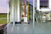 Nederland, Nijmegen, 1-5-2019 Pompstation, verdeelstation, distributiepunt voor het transport van warmwater voor de stadsverwarming vanuit de afvalverwerkingsinstallatie, afvalverbrandingsinstallatie, ARN, in Weurt naar verschillende delen van de stad zoals de Waalsprong in Lent en het Radboudumc. Onder hoge druk wodt het water door de buizen gestuurd. Het project wordt uitgevoerd en beheerd door ARN Afvalenergiecentrale B.V., gemeente Nijmegen, Nuon, provincie Gelderland en Firan .Foto: Flip Franssen