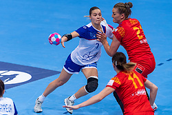 14-12-2018 FRA: Women European Handball Championships Russia - Romania, Paris<br /> First semi final Russia - Romania 28 - 22 / Daria Dmitrieva #7 of Russia, Crina-Elena Pintea #21 of Romania