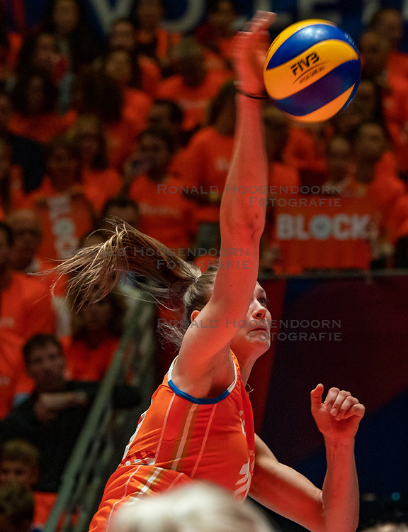 30-05-2019 NED: Volleyball Nations League Netherlands - Poland, Apeldoorn<br /> Nika Daalderop #19 of Netherlands