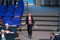 DEU, Deutschland, Germany, Berlin, 31.01.2019: Dr. Frauke Petry (fraktionslos) auf dem Weg zum Redepult bei einer Plenarsitzung im Deutschen Bundestag.