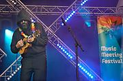 Nederland, Nijmegen, 4-6-2017MusicMeeting. Festivalterrein in park Brakkenstein. Traditioneel met pinksteren. Het mooie weer zorgde voor veel bezoekers en een goede sfeer. Optredens van acts, bands, artiesten uit de wereld muziek, worldmusic . Satanique Samba Trio.Foto: Flip Franssen