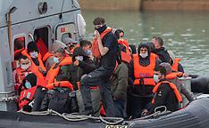 2021_10_09_Migrants_crossing_MPX