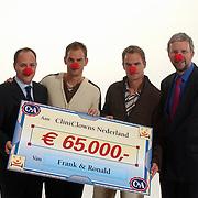 Opname commercial C&A / cliniclowns, cheque voor cliniclowns Frank en Ronald de Boer