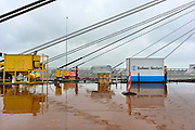 Nederland, Ewijk, 13-2-2014Onderhoud aan de Tacitus brug en de opvijzeling met 1 meter.Wegverbreding van de A50 tussen de knooppunten Ewijk en Valburg. Onderdeel van deze wegverbreding is de bouw van een extra brug over Waal. De A 50 tussen knooppunt Valburg, Grijsoord en Ewijk is een van de grootste knelpunten in het wegennet op dit moment. Als het groot onderhoud aan dit deel klaar is moet het fileknelpunt opgelost zijn.Foto: Flip Franssen/Hollandse Hoogte