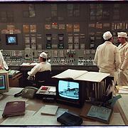 05-03-1996-Oekraine, Tsjernobyl. De kerncentrale , hier de controlekamer van reactor  no. 3 op de monitor links de sacrofaag .<br />Foto: Sake Elzinga/Hollandse Hoogte