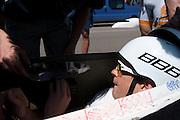 Jan Bos krijgt instructies voor vertrek. Het Human Powered Team van de TU Delft en de VU Amsterdam testen op de RDW baan in Lelystad voor het eerst met de fiets, de Velox 2, waarmee ze het record willen verbreken.<br /> <br /> Jan Bos is getting ready to start. The Human Powered Team is testing at the RDW test track in Lelystad for the first time with the new bike, the Velox 2,  which they want to set the world record with.