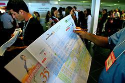 Público na entrada da COUROMODA 2008 - 35ª Feira Internacional de Calçados, Artigos Esportivos e Artefatos de Couro que acontece de 14 a 17 de janeiro, no Parque Anhembi, São Paulo. FOTO: Jefferson Bernardes / Preview.com