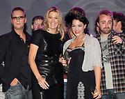 EDISON POP AWARDS 2010 in  het World Trade Center, Rotterdam <br /> <br /> op de foto:  Princes Maxima met  Caro Emerald