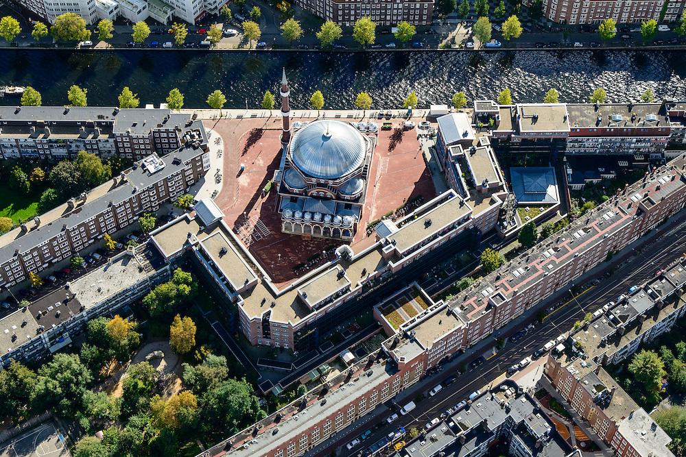 Nederland, Noord-Holland, Amsterdam, 27-09-2015; stadsdeel Amsterdam-West (de Baarsjes) met aan het Piri Reisplein de Milli Gorus Westermoskee (Ayasofya Camii). Voormalig Riva-terrein. Kostverlorenkade.<br /> Westermoskee (Western Mosque) in western part of Amsterdam.<br /> <br /> luchtfoto (toeslag op standard tarieven);<br /> aerial photo (additional fee required);<br /> copyright foto/photo Siebe Swart