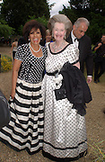 Shirley Bassey and Countess Raine Spencer, Some Enchanted evening, in aid of the Galapagos conservation society.  Chelsea Physic Garden, 17 June 2004. ONE TIME USE ONLY - DO NOT ARCHIVE  © Copyright Photograph by Dafydd Jones 66 Stockwell Park Rd. London SW9 0DA Tel 020 7733 0108 www.dafjones.com