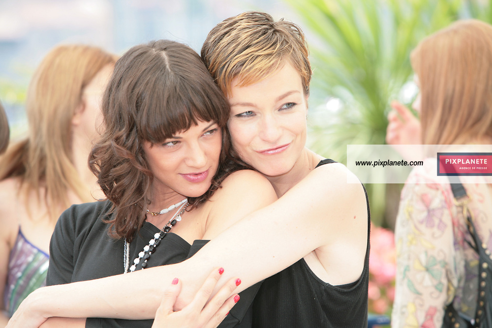 Stephania Rocca - Asia Argento - - Festival de Cannes - Photocall Go go Tales - 23/05/2007 - JSB / PixPlanete