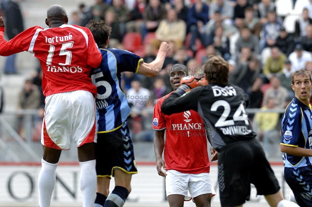 22-10-2006 VOETBAL: UTRECHT - DEN HAAG: UTRECHT<br /> FC Utrecht wint in eigenhuis met 2-0 van FC Den Haag / Francis Dickoh<br /> ©2006-WWW.FOTOHOOGENDOORN.NL