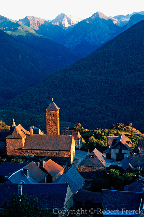 SPAIN, CATALUNYA, PYRENEES Valle de Aran; village of Vilamos