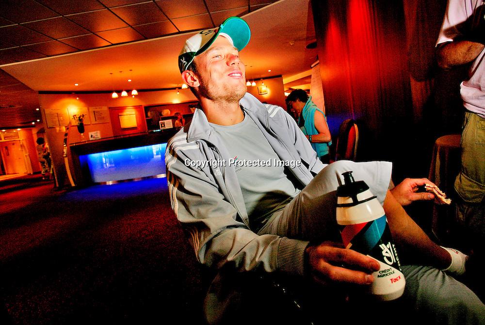 Caen, Frankrike, 20060706:  Thor Hushovd kom på 7.plass på den femte etappen i Tour de France. Hushovd på hotellet etter dagens etappe...Foto: Daniel Sannum Lauten/ Dagbladet *** Local Caption *** Hushovd,Thor