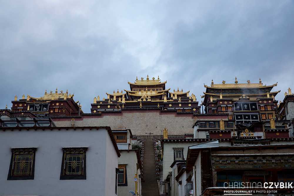 Ganden Sumtseling Monastery: Patronized by Emperor Kangxi in planning and selected by the Fifth Dalai Lama in its site, it was built in the 18th year of Kangxi Period of the Qing Dynasty (1679 AD) and was completed in the 20th year in the Period of Kangxi of the Qing Dynasty (1281 AD).<br /> The Ganden Sumtseling Monastery is referred to as Little Potala Palace due to its layout and appearance resembling the Potala Palace in Lhasa.