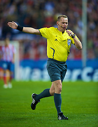 MADRID, SPAIN - Wednesday, October 22, 2008: Referee Claus Bo Larsen during the UEFA Champions League Group D match at the Vicente Calderon. (Photo by David Rawcliffe/Propaganda)