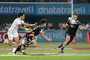 Dubai UAE. Isaac Te Tamaki feeds the ball to Scott Curry of New Zealand in their game against USA during day one of the IRB World Rugby HSBC Sevens Series 2018, 1 December 2017. <br /> Copyright photo: Francois Steenkamp / www.photosport.nz