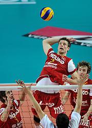 12-02-2012 VOLLEYBAL: BEKERFINALE EUPHONY ASSE LENNIK - NOLIKO MAASEIK: ANTWERPEN<br /> Noliko Maaseik wint vrij eenvoudig de beker van Belgie. In de finale waren zij met 25-21 25-18 en 25-19 te sterk voor Asse Lennik / Pieter Verhees<br /> ©2012-FotoHoogendoorn.nl