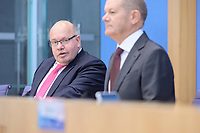 """29 OCT 2020, BERLIN/GERMANY:<br /> Peter Altmaier (L), CDU, Bundeswirtschaftsminister, und Olaf Scholz (R), SPD, Bundesfinanzminister, wahrend einer Pressekonferenz zum Thema """"Neue Corona-Hilfen: Stark durch die Krise"""", Bundespressekonferenz<br /> IMAGE: 20201029-01-009<br /> KEYWORDS: Corvid-19, Unterstuetzung, Hilfe,"""