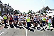 Nederland, Groesbeek, 18-7-20134 Daagse, Dag van Groesbeek, Zevenheuvelenweg. De vierdaagse is het grootste wandelevenement ter wereld. Bij het naderen van een autooversteekplaats moet het legioen soms afgeremd worden.Foto: Flip Franssen