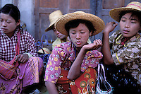 Myanmar (ex Birmanie), Province de Shan, Lac Inle, Ville de Nyaungshwe, Marché tous les 5 jours // Myanmar (Burma), Shan province, Inle lake, Every five day market at Nyaugshwe