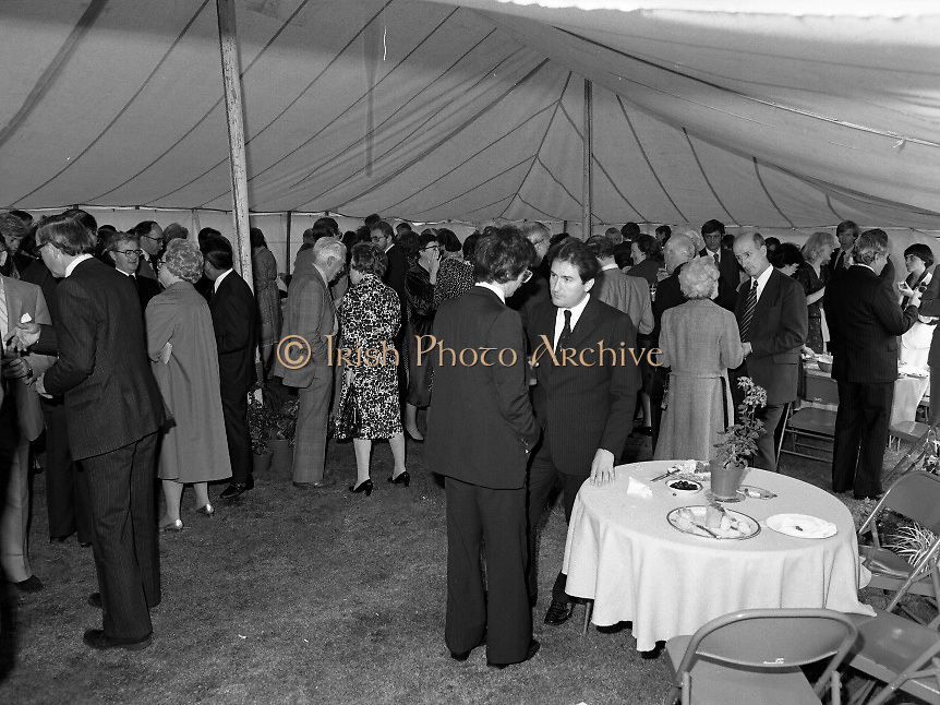 Guests and staff at the US Embassy in Phoenix Park, Dublin, celebrate American Independence Day..1980-07-04.4th July 1980.04/07/1980.07-04-80..Photographed at the US Ambassador's Residence,  Phoenix Park...Guests mingle in the marquee during festivities..