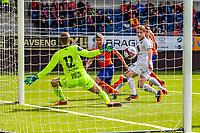 1. divisjon fotball 2018: Aalesund - Mjøndalen. Aalesunds Daniel Gretarsson (midten) setter inn 1-0 forbi keeper Lukas Jonsson i førstedivisjonskampen i fotball mellom Aalesund og Mjøndalen på Color Line Stadion.