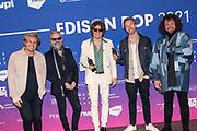 """AMSTERDAM, 26-03-2021 , Gashouder<br /> <br /> Edison POP 2021 . De Edison, de oudste muziekprijs in Nederland, wordt sinds 1960 uitgereikt. De beeldjes worden overhandigd in de genres klassiek, jazz en pop. <br /> <br /> Op de foto:  Beste Song - DI-RECT met Soldier On en Beste Rock DI-RECT - Wild Hearts met Marcel Veenendaal, Frans """"Spike"""" van Zoest, Bas van Wageningen, Jamie Westland en Paul Jan Bakker"""