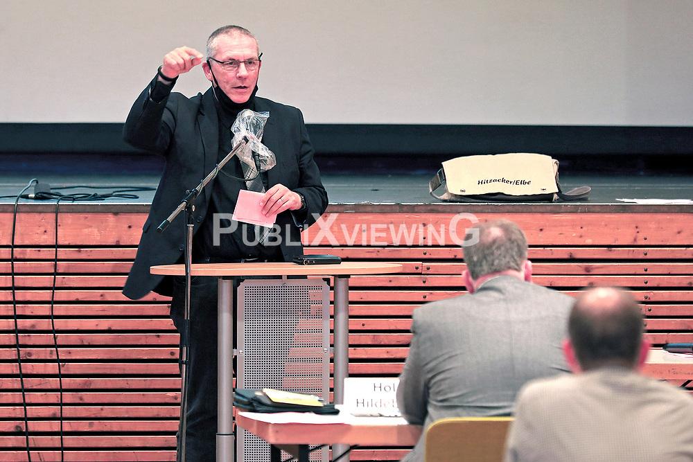 Nach über 43 Jahren des Widerstands ist am 28.09.2020 der Salzstock Gorleben aus dem Verfahren der Endlagersuche ausgeschieden. Im Zwischenbericht Teilgebiete der Bundesgesellschaft für Endlagerung (BGE) tauchte der Standort nicht mehr auf. Aus diesem Anlass spricht SPD-Fraktionschecf Klaus-Peter Dehde in einer Aktuellen Stunde während der Sitzung des Kreistages Lüchow-Dannenberg.<br /> <br /> Ort: Hitzacker<br /> Copyright: Andreas Conradt<br /> Quelle: PubliXviewinG