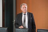 18 JUL 2018, BERLIN/GERMANY:<br /> Norbert Barthle, Parl. Staatssekretaer im Bundesministerium für wirtschaftliche Zusammenarbeit und Entwicklung, vor Beginn der Kabinettsitzung, Bundeskanzleramt<br /> IMAGE: 20180718-01-002<br /> KEYWORDS: Kabinett, Sitzung
