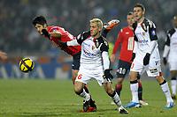 FOOTBALL - FRENCH CHAMPIONSHIP 2010/2011 - L1 - LILLE OSC v RC LENS - 29/01/2011 - PHOTO JEAN MARIE HERVIO / DPPI - YOHAN DEMONT (RCL) / TULIO DE MELO (LOSC)
