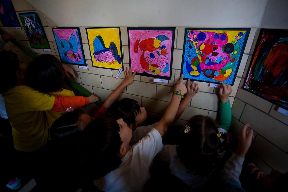 Belo Horizonte_MG, Brasil...Aula de artes da Escola Balao Vermelho...Art Class in the School Balao Vermelho...Foto: LEO DRUMOND / NITRO