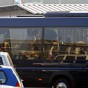 Koninging Beatrix gaat varen met de Groene Draeck, aankomst Beatrix met stok
