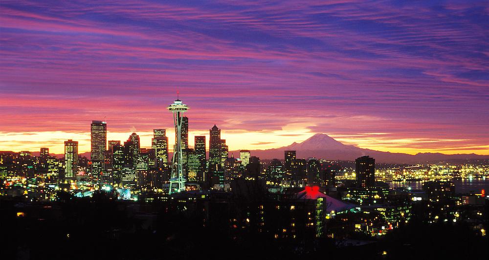 Sunrise over downtown Seattle, Washington, USA.