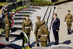 June 15, 2018 - LITHUANIA - 15-06-2018 Vilnius King Willem-Alexander during the wreath laying with president Dalia Grybauskaite on the last day of the 5 day statevisit to the Baltic state Lithuania. (Credit Image: © face to face via ZUMA Press)