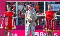 ANTWERPEN -  minister Bruno Bruins (Sport)  na de   finale  dames  Nederland-Duitsland  (2-0) bij het Europees kampioenschap hockey.   COPYRIGHT  KOEN SUYK