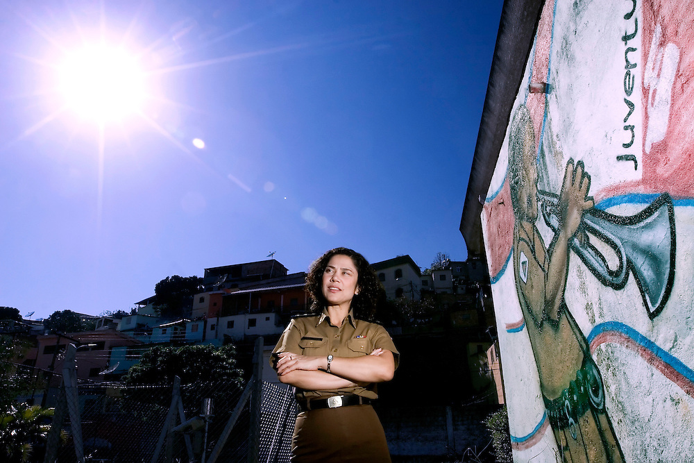 Belo Horizonte _ MG, 06/06/2007..Retrato da Ten. Cel. da PMMG Mirian Assumpcao e Lima, uma das implantadoras do projeto Juventude e Policia no estado. O projeto, idealizado pelo grupo carioca Afroreggae, propoe uma maior integracao da PM com a juventude da comunidade, onde policiais ministram oficinas de percurssao e grafite em escolas da periferia...FOTOS: BRUNO MAGALHAES / AGENCIA NITRO