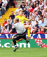 Fotball<br /> England 2006/2007<br /> Foto: Propaganda/Digitalsport<br /> NORWAY ONLY<br /> <br /> 19.08.2006<br /> Sheffield United v Liverpool<br /> <br /> Liverpool's John Arne Riise tackled by Sheffield United's goalkeeper Paddy Kenny