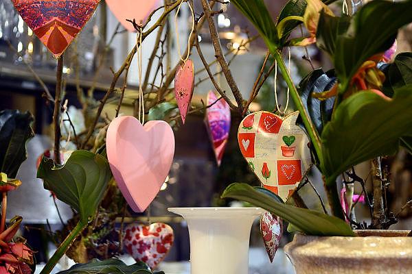 Nederland, NIjmegen, 13-2-2013Valentijnsdag. Bij bloemist Decora extra aandacht voor hartjes en mooie rozen.Foto: Flip Franssen