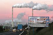 Prunerov/Tschechische Republik, Tschechien, CZE, 14.12.06: Panoramablick auf die Kohlekraftwerke Prunerov. Prunerov ist der größte Komplex für die Gewinnung fossiler Brennstoffe in der Tschechischen Republik. Die Kraftwerke befinden sich in der Nähe der Stadt Chomutov (Komotau). <br /> <br /> Prunerov/Czech Republic, CZE, 14.12.06: The Prunerov Power Stations are the largest fossil power station complex in the Czech Republic. They are situated on the western edge of the North-Bohemian brown coal basin near the town of Chomutov.